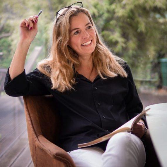 Chefredakteurin Angela Löhr